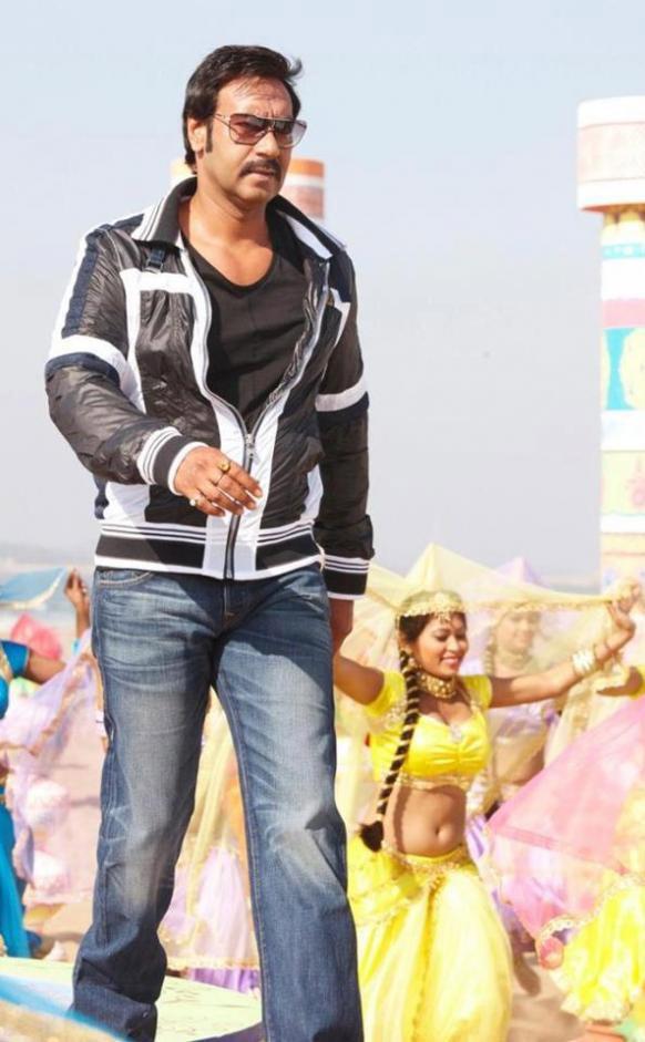 इस फिल्म में अजय देवगन का शेर से भिड़ंत काफी रोमांचक होगा।