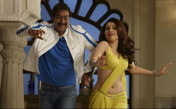 फिल्म हिम्मतवाला में रवि (अजय देवगन) और रेखा (तमन्ना) एक गाने पर डांस करते हुए।