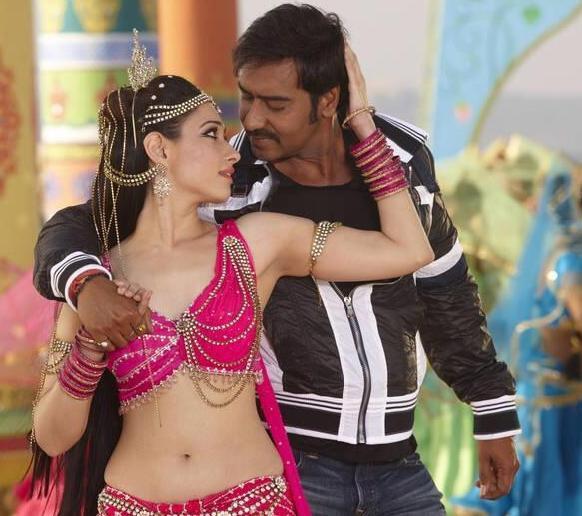 1983 में हिट फिल्म साबित हुई हिम्मतवाला के रीमेक में दक्षिण भारतीय अभिनेत्री तमन्ना के साथ रोमांस फरमाते हए अभिनेता अजय देवगन।
