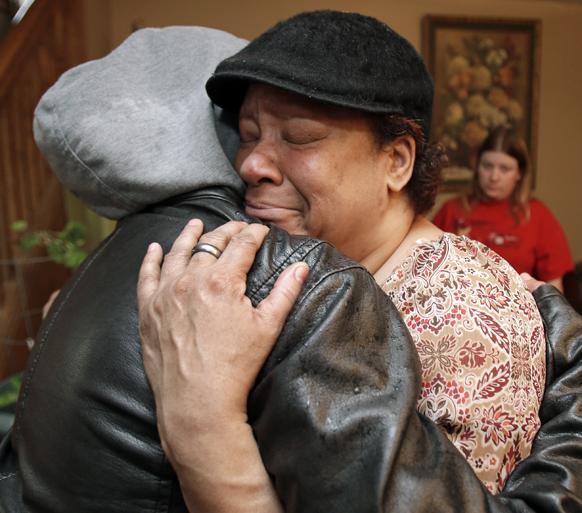 ओहियो में अपने बेटे की मौत पर विलाप करती लिजा विलिमस्न।