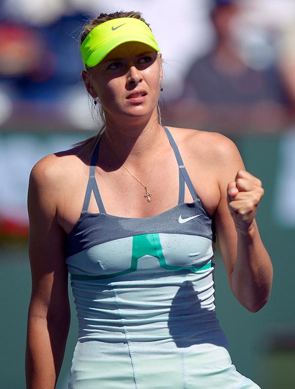 रुस की मारिया सरापोवा बीएनपी पाराबिस ओपन टेनिस चैंपियनशिप खिताब जीतने के बाद खुशी जाहिर करती हुई।