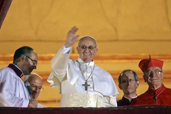 अर्जेंटीना के जॉर्ज बरगोलियो को नया पोप चुना गया है। वह लैटिन अमेरिकी देशों के पहले व्यक्ति हैं जो पोप बने हैं ।