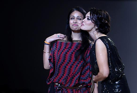 विल्स लाइफस्टाइल इंडिया फैशन वीक के दौरान श्रुति गोयल के साथ प्रीति जिंटा।
