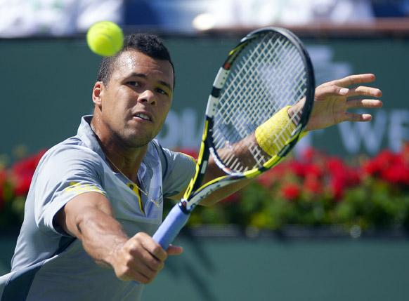 बीएनपी परिबास ओपन टेनिस टूर्नामेंट के एक मैच में फ्रांस के जो-विलफ्रायड सोंगा।