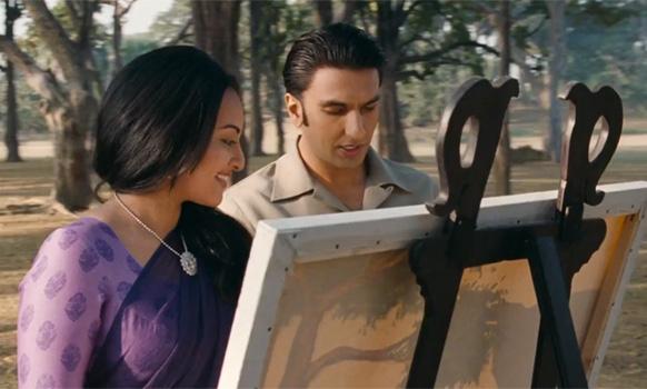 फिल्म 'लुटेरा' के एक सीन में सोनाक्षी सिन्हा और रणवीर सिंह है।