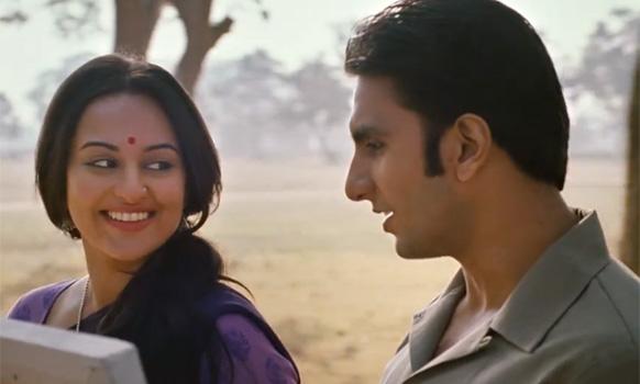रणवीर सिंह 1950 के सीधे-साधे नौजवान की तरह।