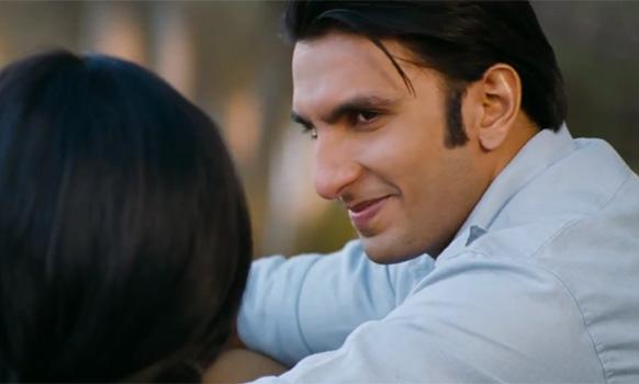 फिल्म 'लुटेरा' में सोनाक्षी सिन्हा के साथ रणवीर सिंह लीट रोल में हैं।