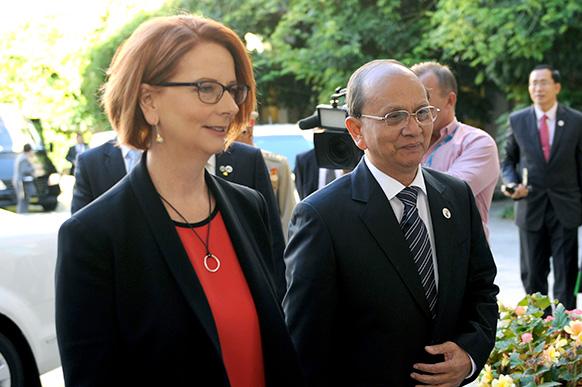 म्यामांर के राष्ट्रपति थेईन सेईन के साथ ऑस्ट्रेलिया की प्रधानमंत्री जूलिया गिलार्ड।