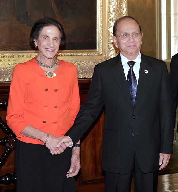 म्यामांर के राष्ट्रपति थेईन सेईन के साथ न्यू साउथ वेल्स की गवर्नर मारिया बशीर।