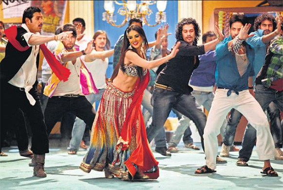 शूटआउट एट वडाला फिल्म में सनी लियोन का आइटम नंबर लैला।
