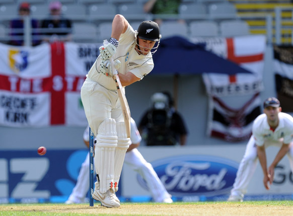 इंग्लैंड के खिलाफ बल्लेबाजी करते हुए न्यूजीलैंड के क्रिकेट खिलाड़ी हामिश रदरफोर्ड।