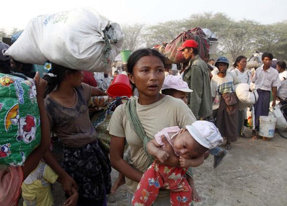 यंगून के एक राहत शिविर में मुस्लिम शरणार्थी।