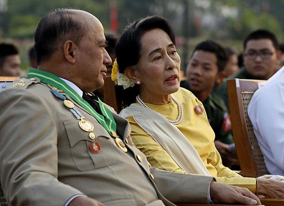 म्यांमार में आंग सान सू ची डिप्टी बॉर्डर मंत्री जॉव विन के साथ।