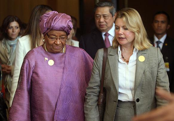 लाइबेरिया के राष्ट्रपति एलन जॉनसन सिरलीफ के साथ ब्रिटिश अंतराष्ट्रीय विकास सचिव जस्टिन ग्रीन।