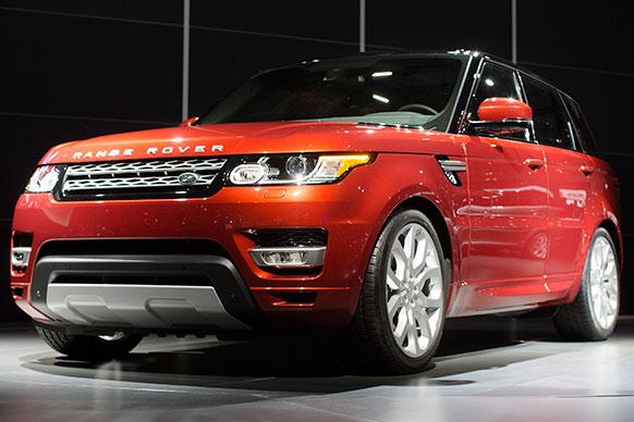 2013 न्यूयॉर्क इंटरनेशनल ऑटो शो के दौरान 2014 रेंज रोवर स्पोर्ट कार की पहल झलक दिखाई गई।