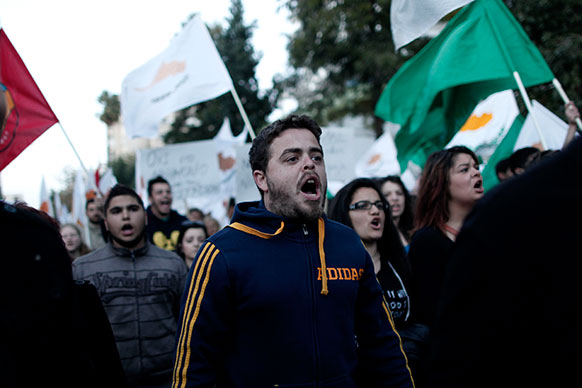 साइप्रस में सरकार के खिलाफ विरोध-प्रदर्शन।