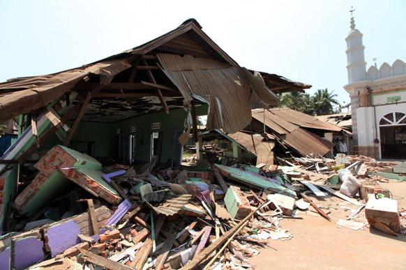 म्यांमार के यंगून में तबाह की गई एक मस्जिद का दृश्य।