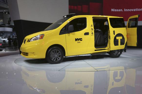 2013 न्यूयॉर्क इंटरनेशनल ऑटो शो के दौरान  निशान एनवी 200 मोबिलिटी टैक्सी।
