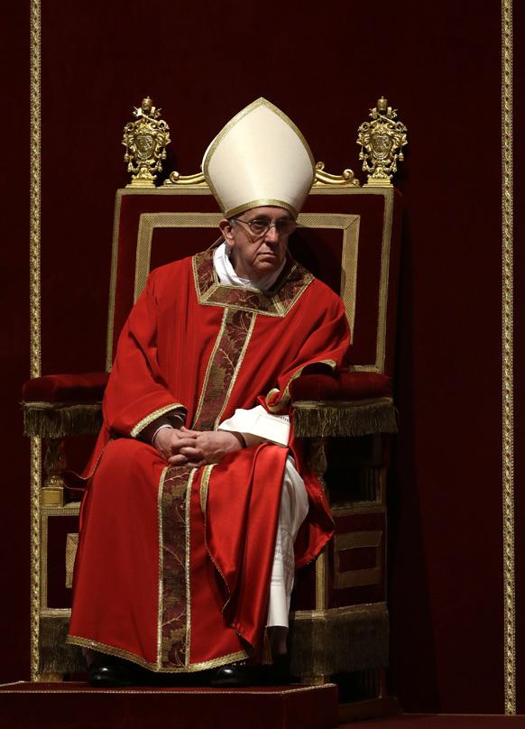वेटिकन में सेंट पीटर की बैसिलिका में पोप फ्रांसिस।