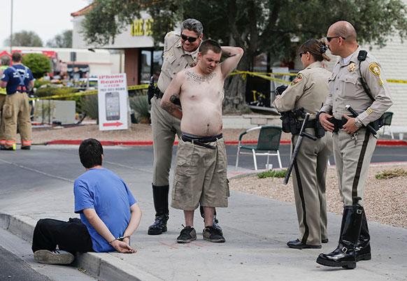 लॉस बेगास में पुलिस ने तेज रफ्तार गाड़ी चलकर लोगों को घायल करने वाले व्यक्ति गिरफ्त में लिया।