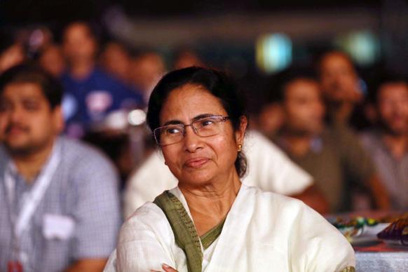 आईपीएल की ओपनिंग सेरेमनी के दौरान मुख्यमंत्री ममता बनर्जी भी मौजूद थीं। फोटो सौजन्य: रवि शंकर तुलसान/रेड चिलीज एंटरटेनमेंट।