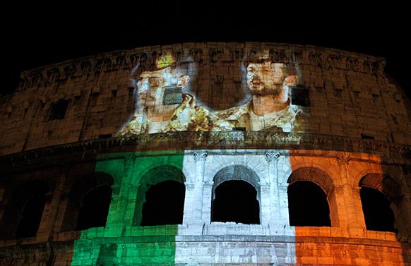 इटली के दोनों मरीनों की रिहाई के लिए रोम में एक प्रदर्शन की तस्वीर।