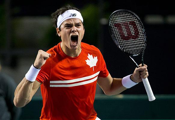 वैंकुअर में डेविस कप टेनिस के क्वार्टरफाइनल मुकाबले के दौरान कनाडा के मिलोस राओनिक।