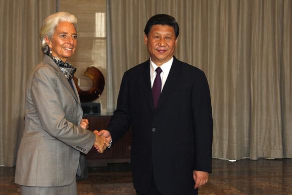 हेनान प्रांत में चीन के राष्ट्रपति शि जिनपिंग से मिलते अंतरराष्ट्रीय मुद्रा कोष के प्रबंध निदेशक क्रिस्टीन लेगार्द।
