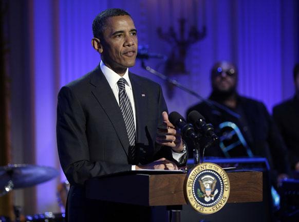 व्हाइट हाउस में बोलते हुए अमेरिकी राष्ट्रपति बराक ओबामा।