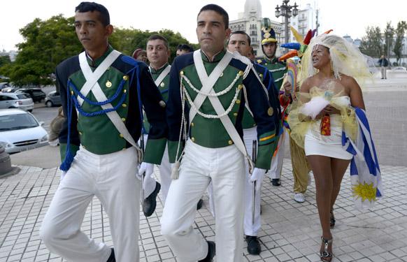 उरुग्वे में समान लिंग का समर्थन करते कुछ लोग।