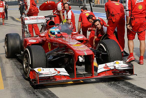 चाइनज फॉर्मूला वन रेस के अभ्यास सत्र के दौरान फेरारी ड्राइवर फर्नांडो अलोन्सो।