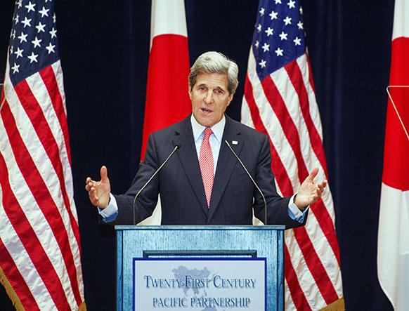 टोक्यो में एक सभा को संबोधित करते अमेरिका के विदेश मंत्री जॉन केरी।