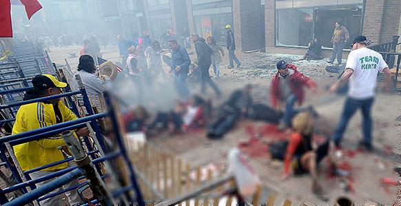 अमेरिका के बोस्टन मैराथन की फिनिश लाइन के पास हुए बम धमाकों में घायल मैराथन के प्रतिभागी।