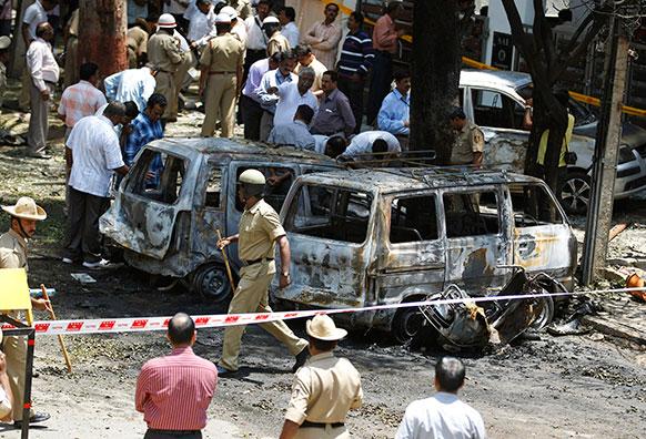 ब्लास्ट के तुरंत बाद पुलिस ने इलाके को चारों तरफ से सील कर दिया।