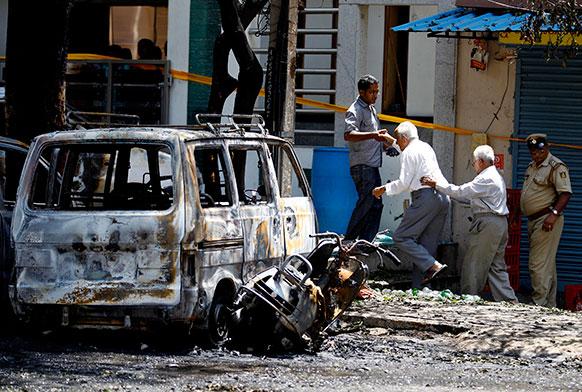 ब्लास्ट के बाद इलाके में दहशत फैल गई।