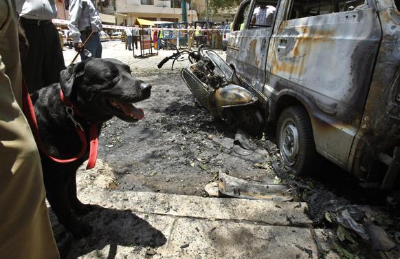 बेंगलुरू में बुधवार को बीजेपी के ऑफिस के सामने ब्लास्ट हुआ जिसमें कई लोग घायल हो गए।