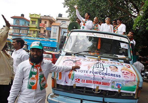 कर्नाटक विधानसभा चुनाव में बेंगलुरु में चुनाव प्रचार के दौरान कांग्रेस पार्टी के उम्मीदवार अब्दुल रहमान शरीफ। 29 साल के अब्दुल रहमान इस चुनाव में पार्टी के सबसे युवा उम्मीदवार हैं।