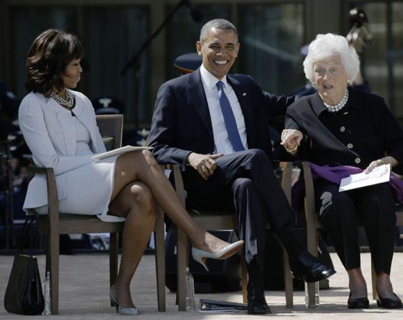 डलास में एक कार्यक्रम के दौरान अमेरिकी राष्ट्रपति बराक ओबामा एवं अमेरिका की पहली महिला मिशेल ओबामा।