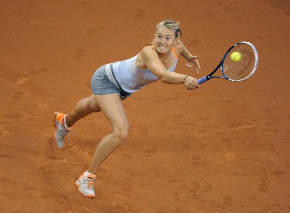स्टटगार्ट में डबल्यूटीए टेनिस टूर्नामेंट के दौरान रूस की मारिया शारापोवा।