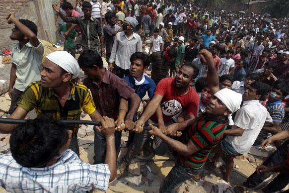 इस घटना में अब तक 362 लोगों की मौत हो चुकी है।