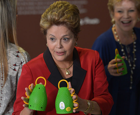 ब्राजील की राष्ट्रपति डिल्मा रुसेल्फ कैक्सीरोल्स के साथ।