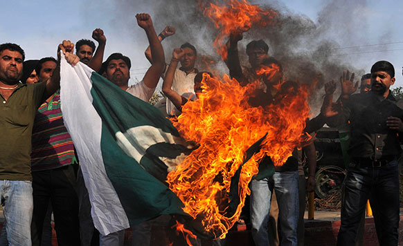 अमृतसर में सरबजीत सिंह पर हमले के खिलाफ विरोध-प्रदर्शन।