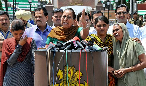 वाघा बॉर्डर पर प्रेस कॉन्फ्रेंस कर दलबीर कौर ने कहा था कि सरबजीत की जान को पाक में खतरा है।