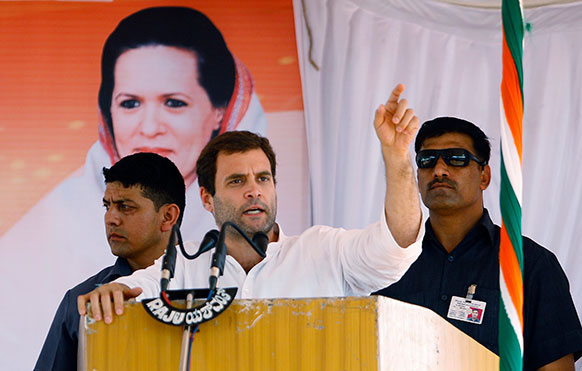 कर्नाटक: बेंगलुरु से 70 किमी. दूर टुमकूर में विधानसभा चुनाव के मद्देनजर एक चुनावी रैली को संबोधित करते हुए कांग्रेस उपाध्यक्ष राहुल गांधी।
