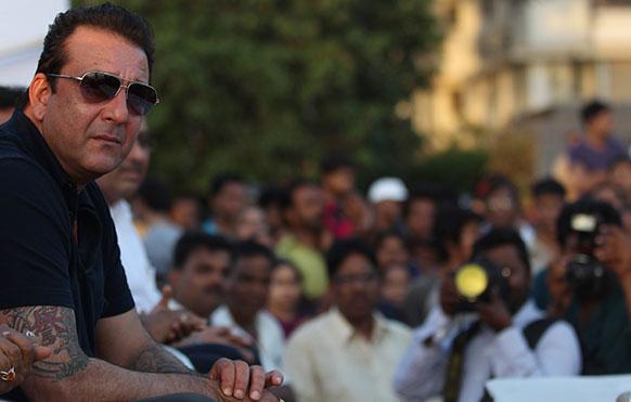 मुंबई में एक कार्यक्रम के दौरान अभिनेता संजय दत्त।