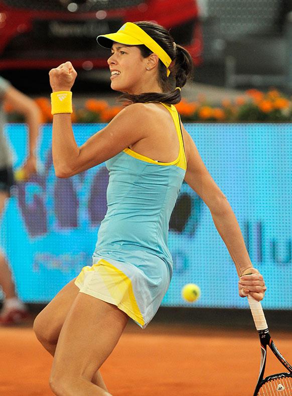 मैड्रिड ओपन टेनिस में सर्बिया की एना इवानोविक जीत हासिल करने के बाद खुशी जाहिर करती हुई।