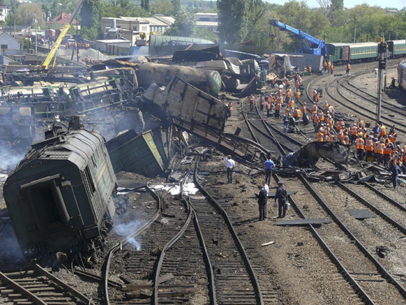 बलाया काल्टिवा रेलवे स्टेशन पर एक मालगाड़ी 50 टैंकर से भिड़ गई।