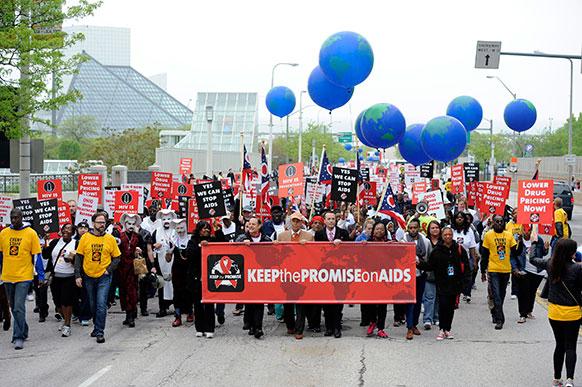 ओहियो में एड्स के प्रति लोगों में जागरुकता फैलाने के लिए निकाली गई एक रैली।
