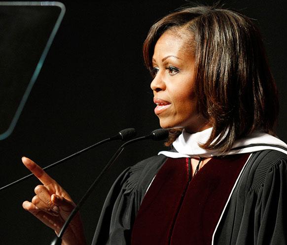 रिचमंड में इस्टर्न केंटुकी विश्वविद्यालय में व्याख्यान देतीं मिशेल ओबामा।