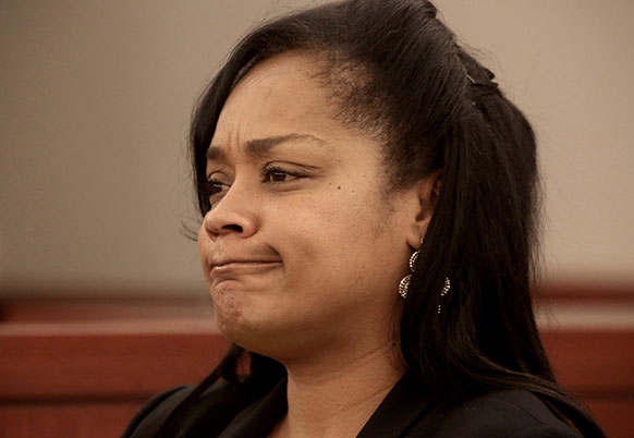 लॉस वेगास में क्लाक काउंटी रीजनल जस्टिस सेंटर में न्यायिक प्रक्रिया के दौरान कोर्ट में मौजूद ओजे सिम्पसन की बेटी आर्नेल सिम्पसन।